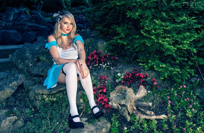 alice-wonderland-cosplay-02