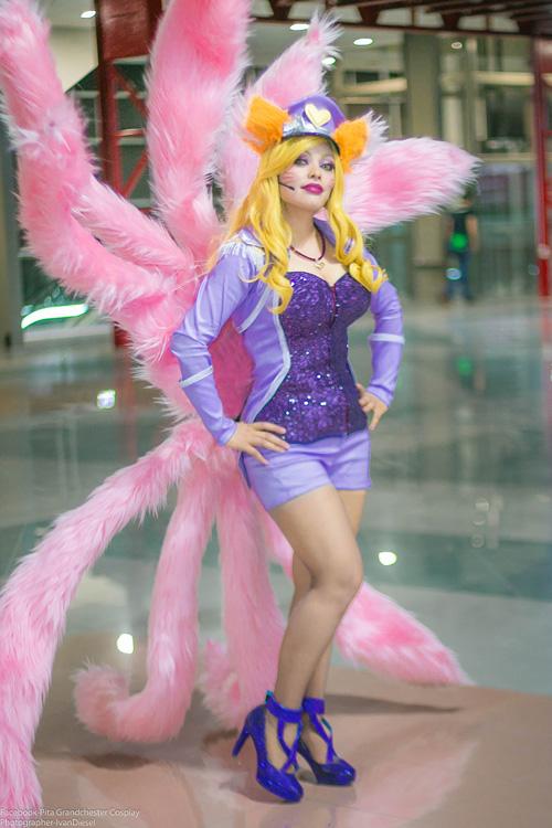 Popstar-Ahri-cosplay (1)