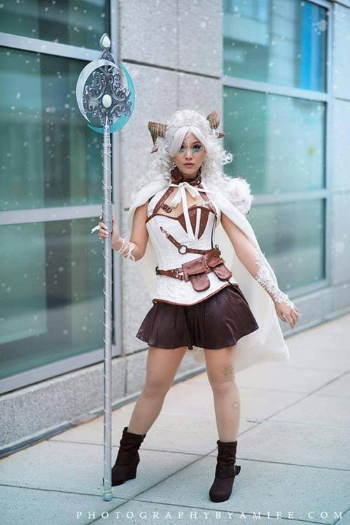 poro-queen-cosplay (1)