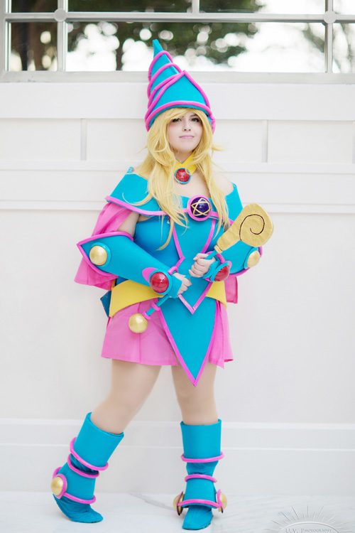 dark-magician-cosplayer (1)