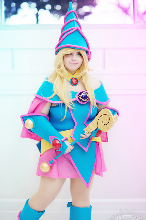 dark-magician-cosplayer (2)