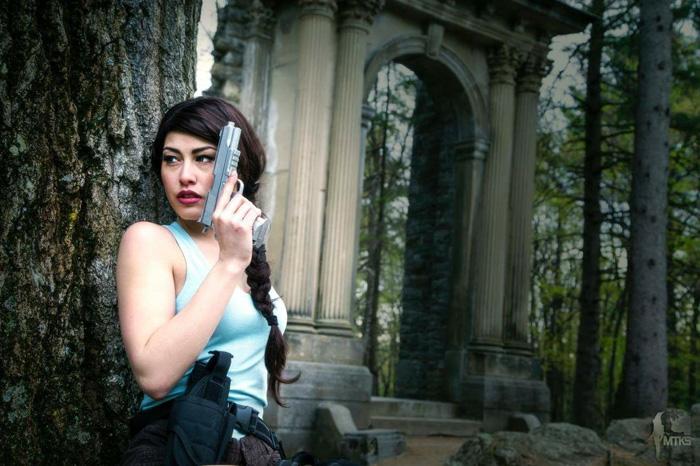 lara-croft-cosplayer (2)