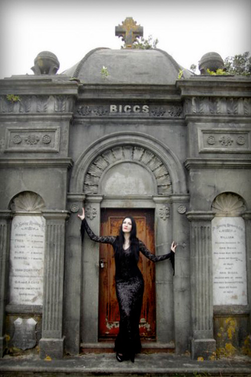 morticia-addams-cosplay-3