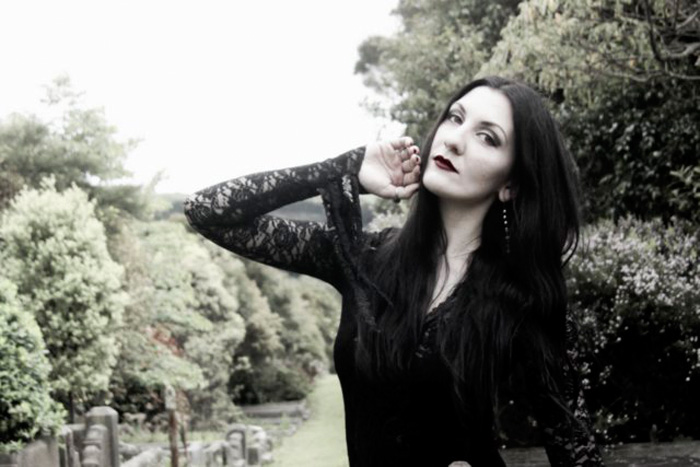 morticia-addams-cosplay-5