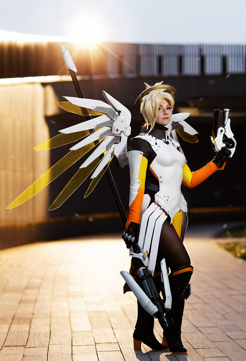 mercy-overwatch-cosplay-2