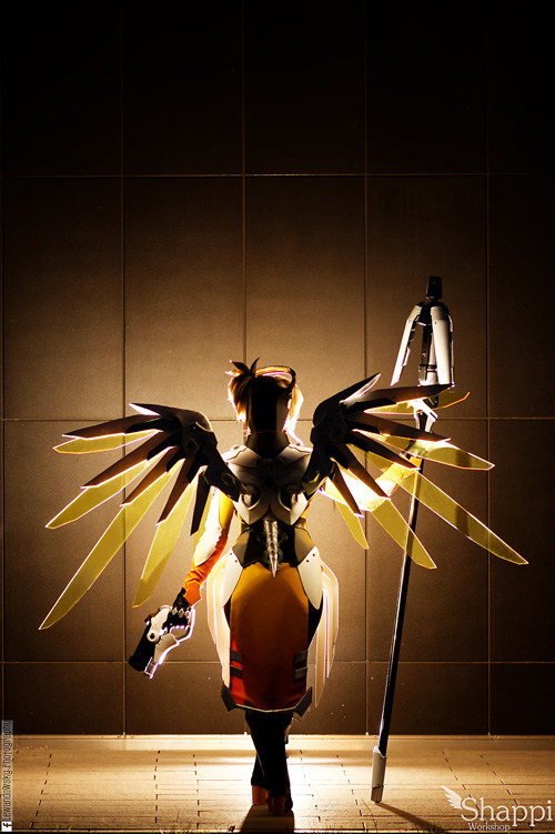 mercy-overwatch-cosplay-3