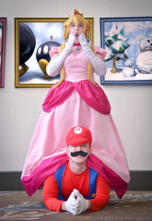 peach-mario-cosplay-1