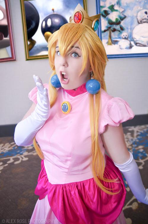 peach-mario-cosplay-2