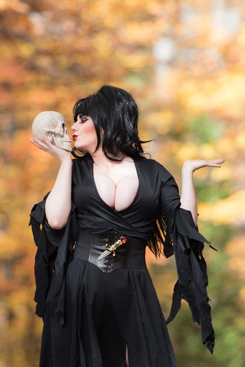 elvira-cosplay (1)