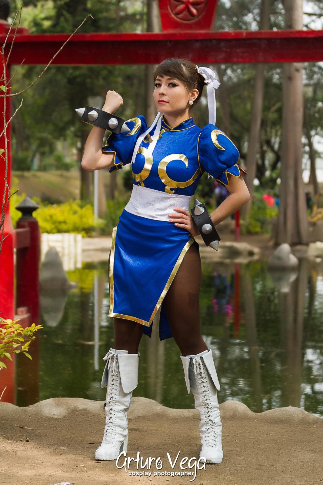 chun-li-cosplayer (1)