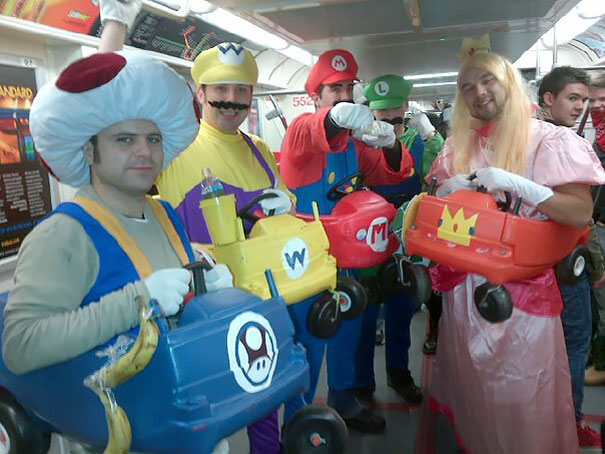 cosplayers-no-metro (10)