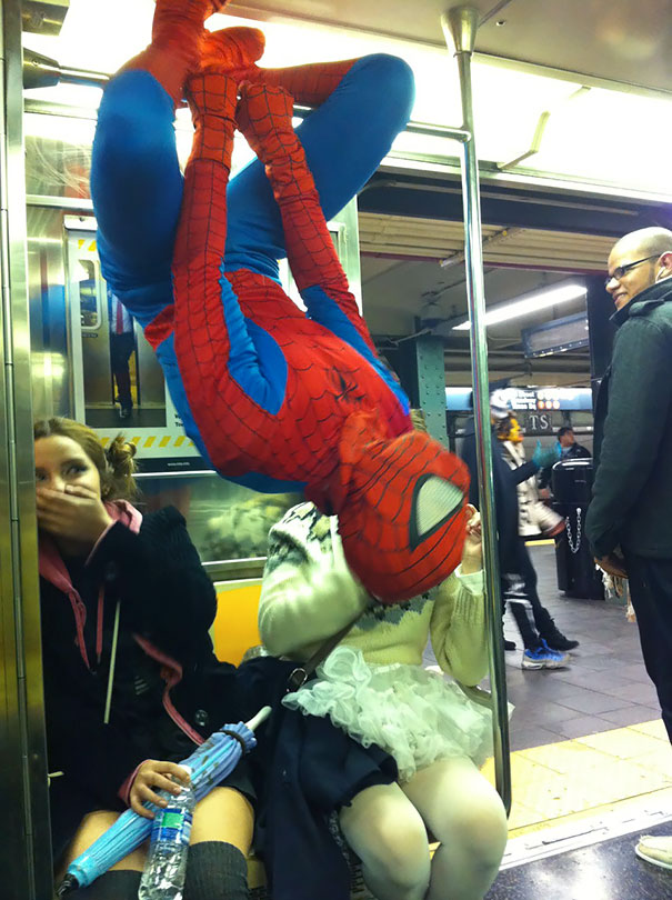 cosplayers-no-metro (13)
