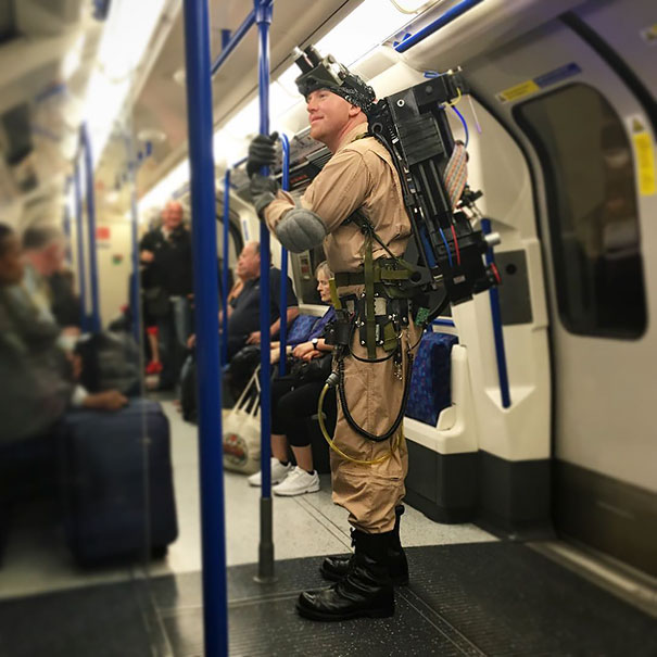 cosplayers-no-metro (18)