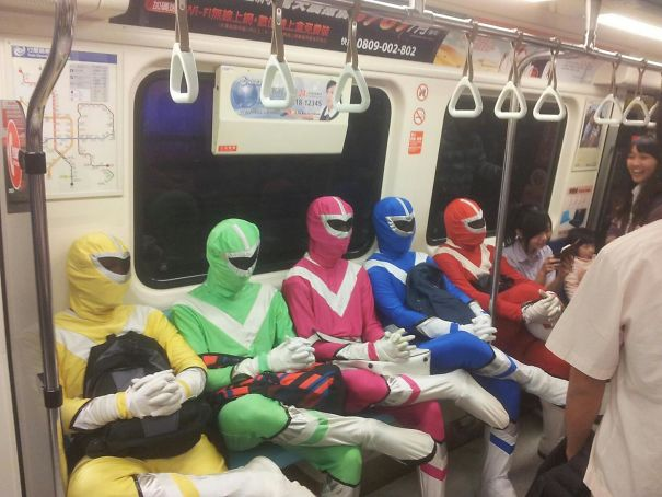 cosplayers-no-metro (2)