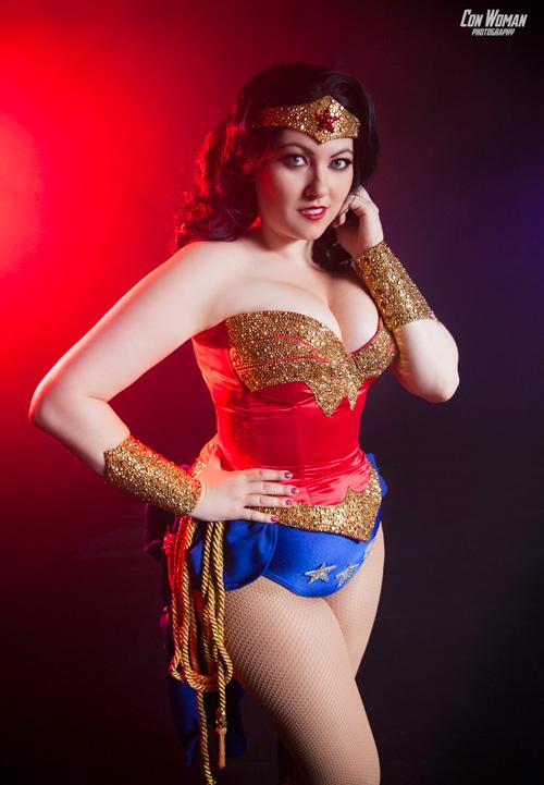 mulher-maravilha-burlesca (3)